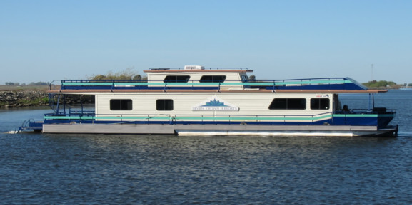 Paradise point marina california delta houseboat rentals for Houseboats for rent in california